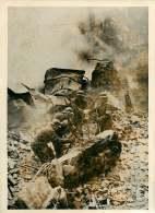 140618 - PHOTO DE PRESSE 1939 MILITARIA GUERRE RUSSO FINLANDAISE HELSINKI Bombardier Pompier Recherche Victime - Guerre, Militaire