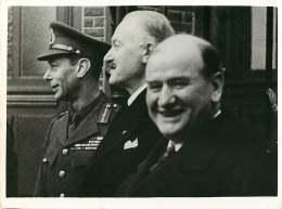 140618 - PHOTO DE PRESSE 1939 MILITARIA ROYAUTE SM GEORGE VI Au Front Rencontre Président Et DALADIER - Oorlog, Militair