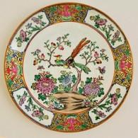 Kínai Porcelán Tányér, Kézzel Festett, Jelzett, Apró Kopásokkal, D: 25,5 Cm - Ceramics & Pottery