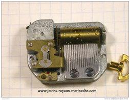 Mécanisme De Boite A Musique Reuge 38x29,ep11mm Avec Sa Clef Fonctionne. Vendu Sans Garantie. - Unclassified