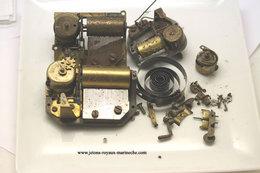 Mécanisme De Boite A Musique . Vendu Sans Garantie. Les 3.pour Rèparation Ou Pièces Détachées.poids 600gr. - Jewels & Clocks