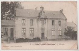 CPA 63 ST MAURICE DE PIONSAT L' Ecole - Otros Municipios