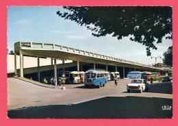 CPSM (Réf : (C512)  ALÈS (30 GARD) 1 - La Gare Routière (animée, 404 Peugeot Vieux Bus)) - Alès