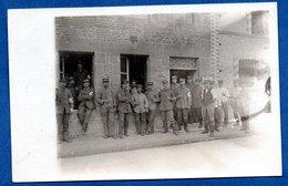 Carte Photo -- Soldats Allemands Devant La Cantine  -- Endroit à Identifier - War 1914-18
