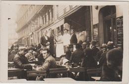 CPA PHOTO 75 PARIS XI 76 78 Boulevard Richard Lenoir Terrasse De Café Animation Plaque Grauer & Weil Polissage Rare - Arrondissement: 11