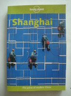 SHANGHAI - CHINA, LONELY PLANET, 2001. BRADLEY  MAYHEW. - Exploration/Travel