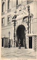 CPA MONACO - CARABINIERS DEVANT LA PORTE DU PALAIS DE S. A. S. LE PRINCE DE MONACO - Palais Princier