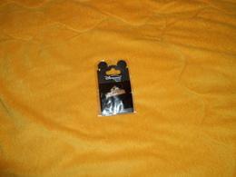 PIN'S NEUF CAMP DAVY CROCKETT. DISNEYLAND RESORT PARIS EDITION LIMITEE . - Disney