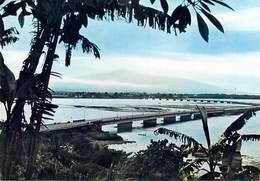 Afrique- CAMEROUN DOUALA Pont Sur Le Wouri Au Loin Le Mont Cameroun (B) (bridge)(HOA-QUI 3909 )*PRIX FIXE - Cameroon