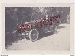 Au Plus Rapide La Belle Et La Voiture Ancienne - Automobili