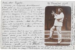 Carte-photo Du PHOTOGRAPHE Pris Par Surprise... ! Préparant Le Bain De Développement (SANTIAGO DU CHILI 1906) Correspond - Photographie