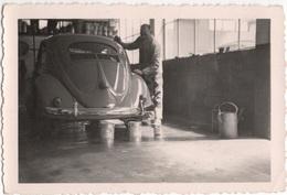 Volkswagen In The Garage - Photo - & Old Cars - Voitures De Tourisme