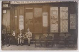 CARTE PHOTO : CAFE E. JUILLAND - COMPTOIR - BILLARD - AFFICHE DU SYNDICAT D'INITIATIVE DE LYON - EXCURSIONS - 2 SCANS - - Cartes Postales