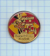 Pin's Pins /  THEME DISNEY  Minnie Mickey *** KODAK *** ( Bus Anglais ) - Disney