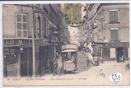 SEDAN- LES COMMERCES DE LA RUE GAMBETTE- LE TRAMWAY PUB BENEDICTINE - Sedan