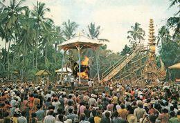 1 AK Indonesien * Cremation Ceremony In Bali - Feuerbestattung Auf Der Insel Bali * - Indonesia