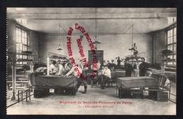 P849 - Sapeurs Pompiers Paris - Une Chambre De Troupe - Carte Issue D'un Carnet - Editeur Rooryck - Sapeurs-Pompiers
