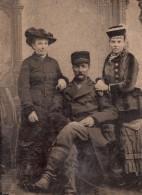 USA ? Portrait De Famille Chapeaux Mode Ancien Ferrotype Photo 1880's - Photographs