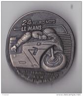 PIN'S  BROCHE : ** 24 Heures MOTO - LE MANS -ASM - AUTOMOBILE CLUB DE L'OUEST - 17 -18 Avril 1993 ** - Badges