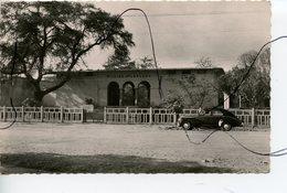 CPSM. PF. Tchad . FORT-LAMY. La Piscine Générale LECLERC. Ancienne Voiture. Librairie Y. BILLERET - Tchad