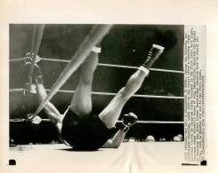 GRANDE PHOTO ORIGINALE BOXE  JERSEY JOE WALCOTT  FORMAT  23 X 8 CM - Boxe
