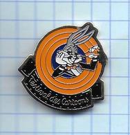Pin's Pins /  THEME DYSNEY BUGS BUNNY SIGNE DANONE 1991 WARNER BROS INC  / Rare Et De Belle Qualité - Disney