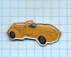 Pin's Pins /  THEME TRANSORT   / Ancienne VOITURE Coupé CABRIOLET Jaune - Badges