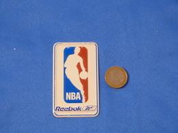"""Petite Plaque En Métal """"REEBOK NBA"""" - Plaques En Tôle (après 1960)"""