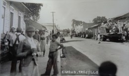 ST DOMINGUE CIUDAD TRUJILLO CARTE PHOTO N°5 RUE DE LA VILLE TRES ANIMEE - Dominicaine (République)