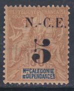 Nouvelle Calédonie N° 65 X 5c. Sur 30 C. Brun Trace De Charnière Sinon TB - Unused Stamps