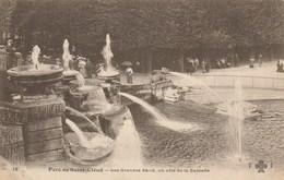 Dép. 92 - Parc De Saint-Cloud - Les Grandes Eaux, Un Côté De La Cascade. Trèfle CCC&C Entouré De Deux F. N° 18 - Saint Cloud