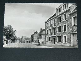 SAINT CYR L ECOLE     1950   /  RUE   .......  EDITEUR - St. Cyr L'Ecole