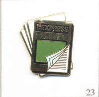 "Pin's Médias - Presse écrite / Magazine ""L'Express"" - Version Cadre Vert. Estampillé Winner. EGF. T600-23 - Medias"