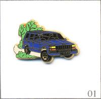 Pin's Automobile - Renault Jeep - Version Bleue / Intérieur Noir. Est. Arthus Bertrand. Zamac. T602-01 - Renault