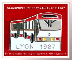 """SUPER PIN'S BUS """" TRANSPORTS LYON 1987, BUS De Marque RENAULT, Signé C.E.T. Email Cloisonné Base Argent, 2,3X1,7cm - Transportation"""