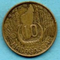 T1(r65)  FRENCH  MADAGASCAR   10 Francs 1953 - Madagascar
