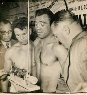 GRANDE PHOTO ORIGINALE  BOXEURS  LAURENT DAUTHUILLE ET ROBERT VILLEMAIN  FORMAT 22 X 20 CM - Boxing