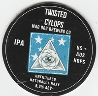 MAD DOG BREWING CO (PENPERLLENI, WALES) - TWISTED CYCLOPS IPA - KEG CLIP FRONT - Uithangborden
