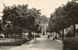 ISSY LES MOULINEAUX - 92 - Hôtel De Ville Et Jardins - 76521 - Issy Les Moulineaux