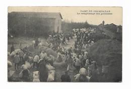 Camp De Chambaran - Le Remplissage Des Paillasses - France