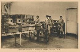 54) CHAMPIGNEULLES : Les Grandes Brasseries Et Malteries - Machines à étiqueter Les Bouteilles - Andere Gemeenten