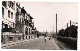 Tarjeta Postal De Las Arenas. Bilbao  La Avenida. Circulada - Vizcaya (Bilbao)