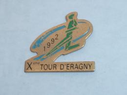 Pin's ATHLETISME, 10° TOUR D ERAGNY - Athletics