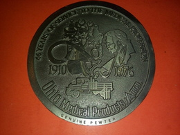 USA GROSSE MÉDAILLE ÉTAIN 66 YEARS OF SERVICE TO THE MEDICAL PROFESSION OHIO MEDICAL PRODUCTS GENUINE PEWTER 10Cm 235 Gr - Professionnels/De Société