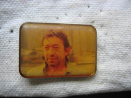 Pin's Portrait Du Chanteur Serge Gainsbourg - Celebrities