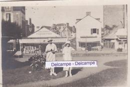 PARAMÉ  1919 - Photo Originale Prise Devant Les '' Galeries Parisiennes '' ( Ille Et Vilaine ) - Lieux