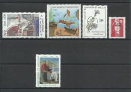 SAINT PIERRE ET MIQUELON - LOT DE 5 TIMBRES NEUFS** SANS CHARNIERE - FACIALE : 12.90F SOIT 1.96€ - Collections, Lots & Séries