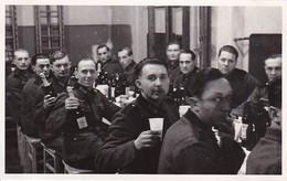 Ak Foto Deutsche Soldaten Bei Weihnachtsfeier - Weihnachten - Photograph F. Thim, Wien Vorgartenstrasse - 2. WK (35331) - Weltkrieg 1939-45