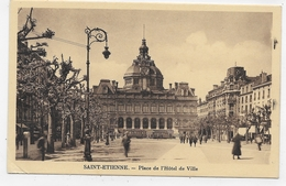 SAINT ETIENNE - PLACE DE L' HOTEL DE VILLE ANIMEE - CPA NON VOYAGEE - Saint Etienne