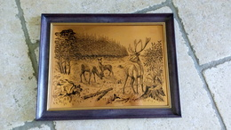 Cerf Et Biches Dans La Forêt - Tableau Sur Feuille De Cuivre & Cadre Bakelite - Ca. 1960 Made In France - Other Collections